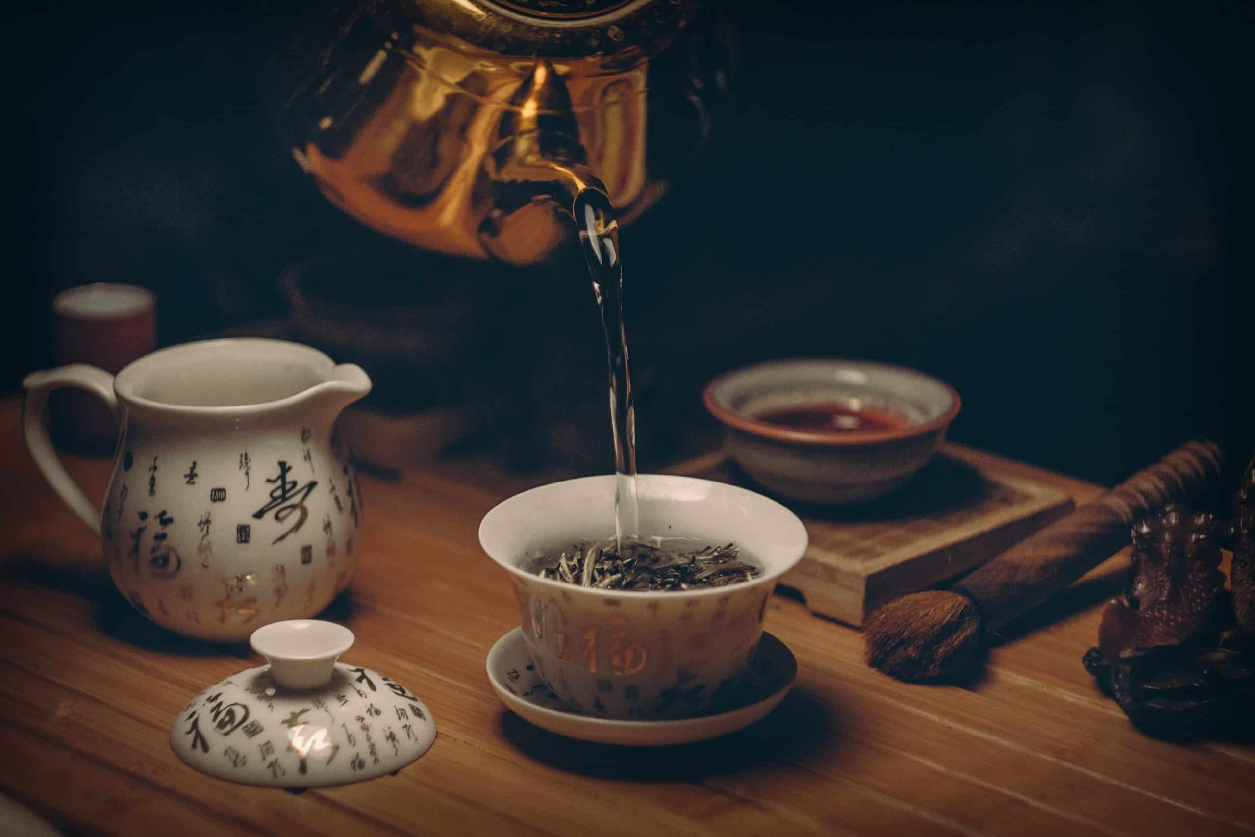 Colorful Tableware To Make Your Tea House Elegant